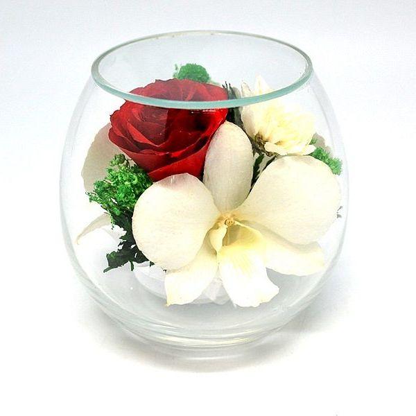 Композиция из роз и орхидей