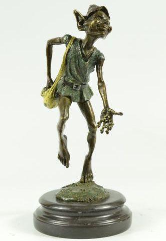 """Скульптура """"Тролль засевает поле улитками"""""""