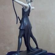 "Скульптура ""Амазонка с луком и мечом"""