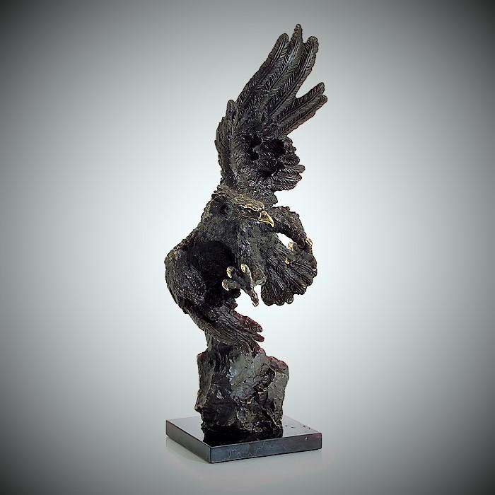 """Скульптура """"Орел на крыле"""""""
