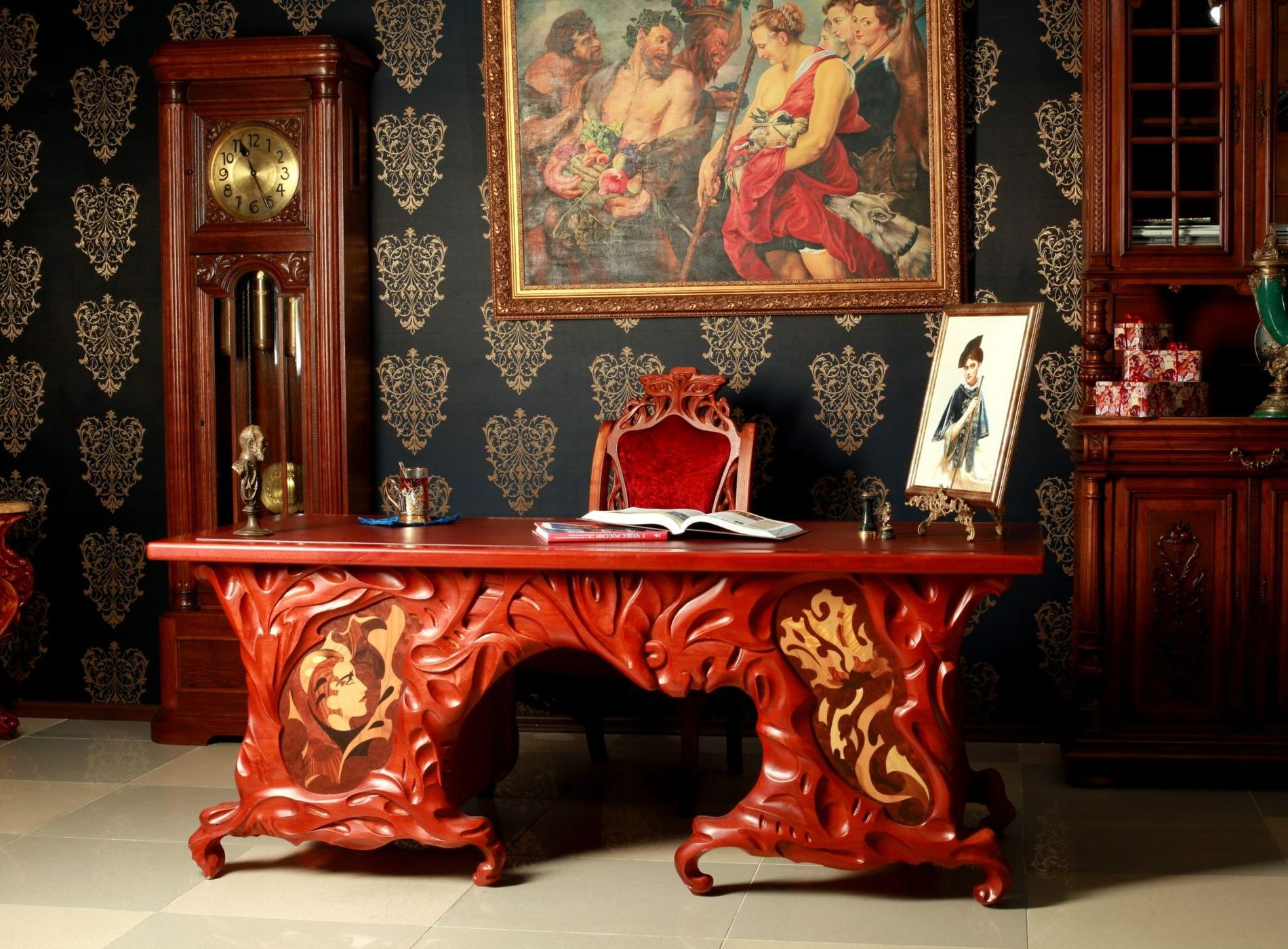 Стол письменный Красавица и чудовище