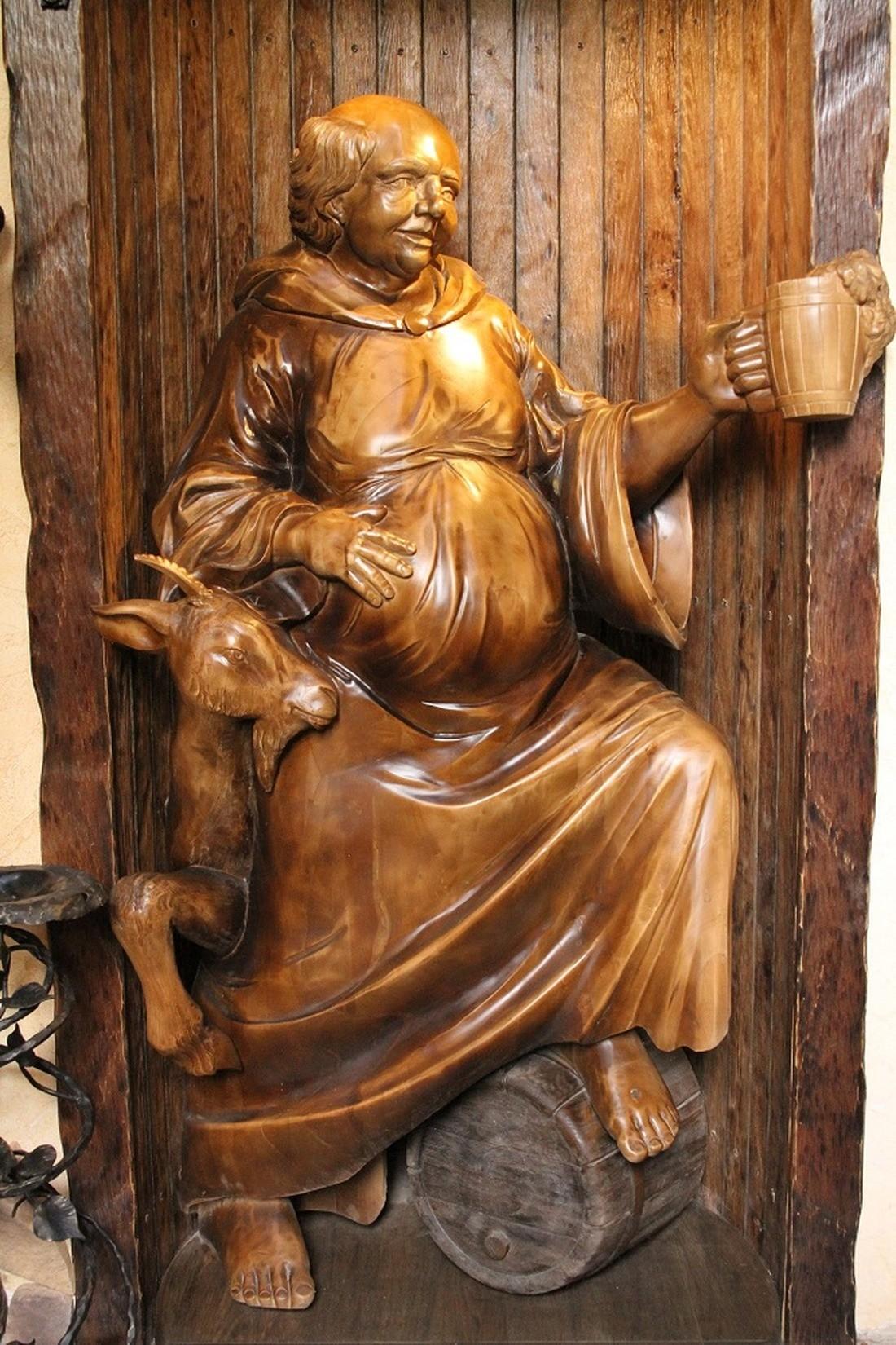скульптура Монах