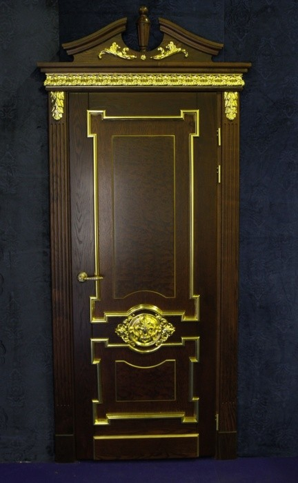 Двери с отделкой, золочение
